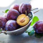 De ce este recomandat sa includem prunele in dieta?